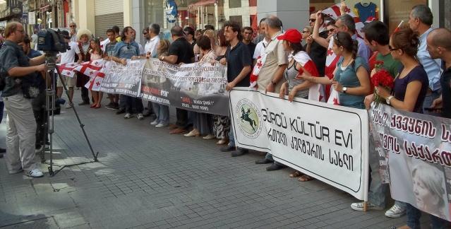 Rusya'yı Protesto Ettik
