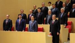 Gürcistan'da Hükümet Güvenoyu...
