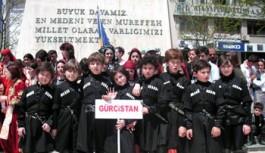 """Gürcüstan Folklor Ekibi Gebze""""yi Büyüledi"""