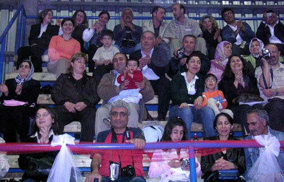 """Gürcüstan Ekibi (23 Nisan 2007 - Gebze), """"Radyo Çveneburi """"Dinleyenleri Seyirciler Arasında"""