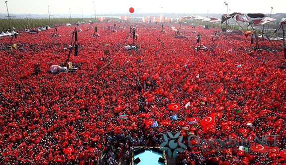 """,,დემოკრატიისა და სამშობლოსათვის დაღუპულთა ხსოვნის მიტინგზე""""  5 მილიონი ადამიანი გამოვიდა"""